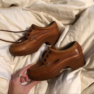 Vintage leather BASS shoes in good condition